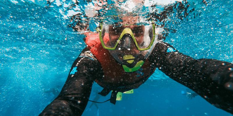 snorkel con cámara subacuática