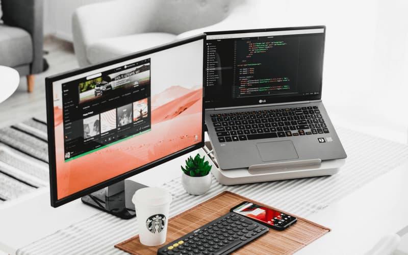 una dulce configuración tecnológica para programador